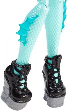 Кукла Monster High Школьный обмен Lorna McNessie 26 см CFD17/CDC36 кукла monster high школьный обмен лорна макнесси cfd17 cdc36