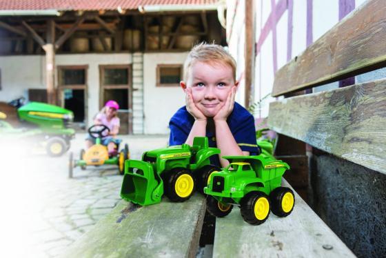 Игровой набор Tomy John Deere Трактор и самосвал 2 шт 12 см зеленый 4894001917537 tomy трактор john deere 6830