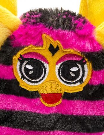 Плюшевая игрушка Furby сумочка в полоску 12 см, хенгтег игрушка плюшевая famosa furby 20 см в ассортименте