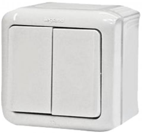 Двухклавишный переключатель на 2 направления Legrand Quteo IP44 782301 Белый выключатель 2 клавишный наружный ip44 белый 10а quteo