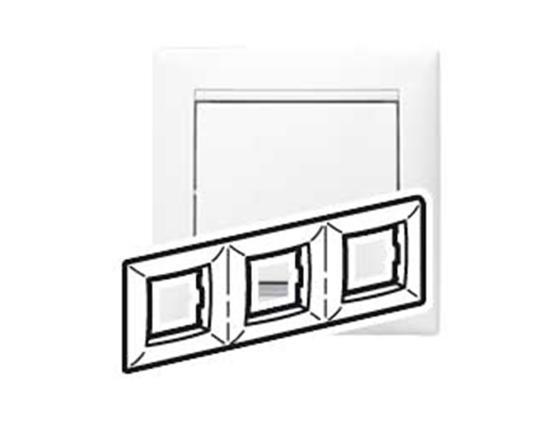 Рамка Legrand Valena трехместная белая 774453 рамка 2 х местная белая