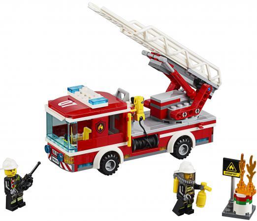 Конструктор LEGO City Пожарный автомобиль с лестницей 214 элементов 60107 lego city 60107 пожарный автомобиль с лестницей