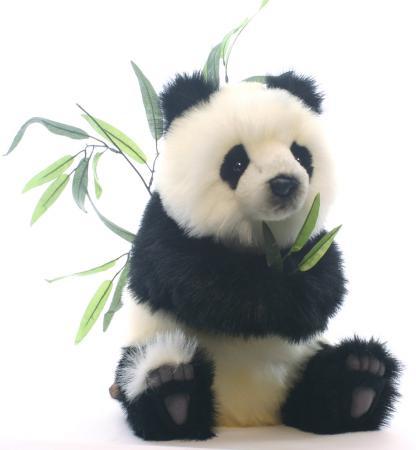 Мягкая игрушка панда Hansa Детеныш панды сидящий 41 см белый черный искусственный мех 4183 панда детеныш играет schleich