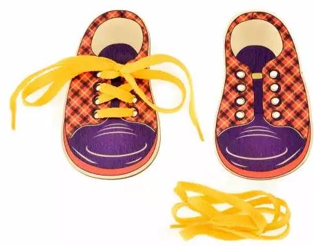 "цена на Шнуровка Ботинки Русские деревянные игрушки ""Шотландка"" Д427а"