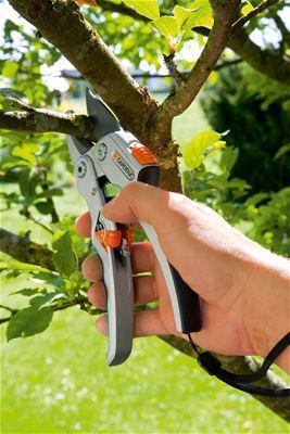 Секатор контактный Gardena SmartCut 8798 08798-20.000.00 секатор gardena premium bp 50