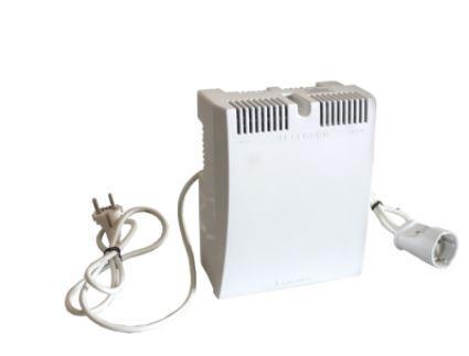Стабилизатор напряжения Бастион Teplocom ST-555 1 розетка белый стабилизатор напряжения teplocom st 888 и для котла