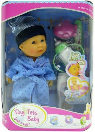 Пупс Shantou Gepai Tiny Tots Baby в голубом халате с аксессуарами (пьет, писает) 23 см пьющая писающая кукла shantou gepai my baby 30 см со звуком пьющая писающая