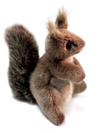 Мягкая игрушка белка Hansa 2129 16 см коричневый искусственный мех мягкая игрушка белка hansa белка летяга искусственный мех серый 21 см 4116