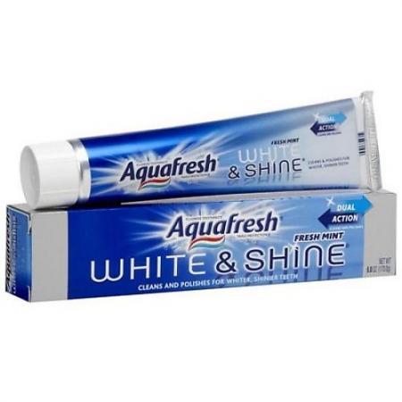 Зубная паста Aquafresh Сияющая бели��на 100 мл PNS7062100 aquafresh зубная щетка hd зубная паста отбеливающая aquafresh 75 мл
