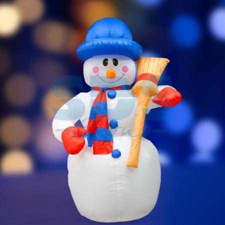 3D фигура надувная Снеговик с метлой, размер 240 см, внутренняя подсветка 5 ламп, компрессор с адаптером 12В, IP 44 NEON-NIGHT фигура светодиодная neon night снеговик высота 10 см