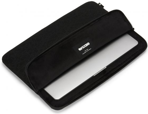 Чехол-конверт Incase Compact Sleeve in Reflective Mesh для MacBook Pro - Thunderbolt (USB-C) & Retina 13. Материал полиэстер, нейлон. Цвет черный. чехол для ноутбука macbook pro 13 incase inmb100268 blk полиэстер нейлон черный