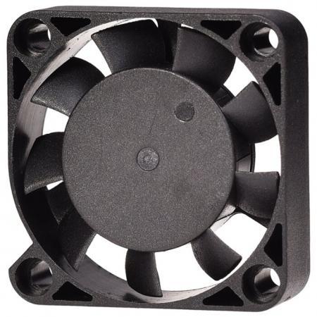 Вентилятор ID-Cooling NO-4010-SD/3pin+molex (40?40?10 мм ,4500об/мин,12VDC) вентилятор id cooling no 4010 sd 3pin molex 40 40 10 мм 4500об мин 12vdc